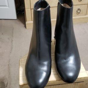 MK black boots